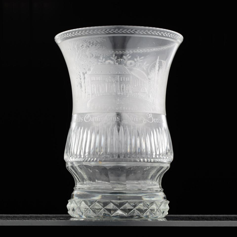 Glasbecher mit der Ansicht von Ifflands Gartenhaus